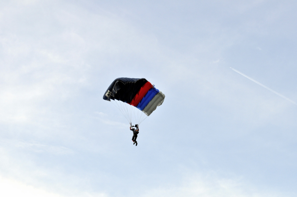 Сколько строп у армейского парашюта
